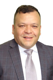 Efrain Varelas is a real estate agent in Henderson